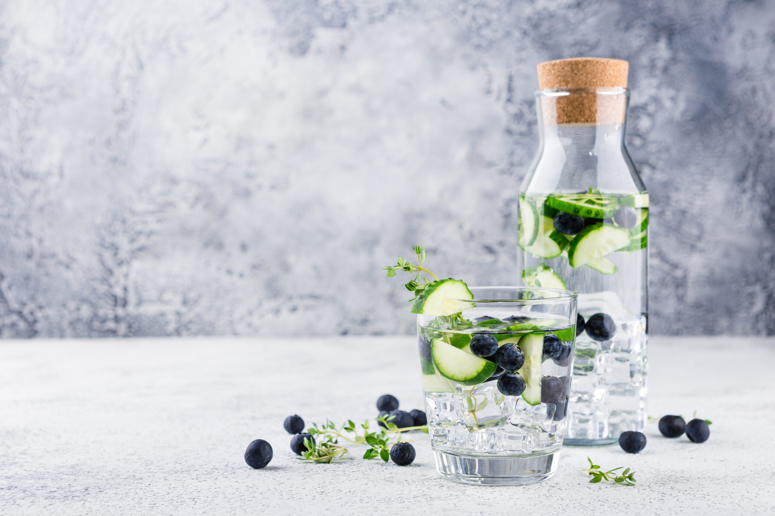 Detox,Infused,Flavored,Water,With,Blueberry,,Cucumber,And,Thyme,On